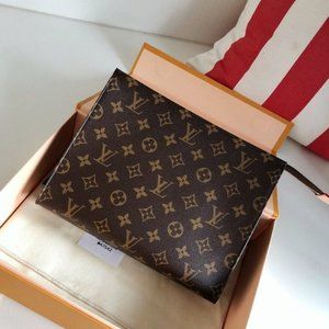 Louis Vuitton Toiletry Pouch Monogram Bag H653093